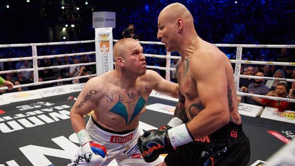 Różański zdemolował Szpilkę, zdobył pas WBC International